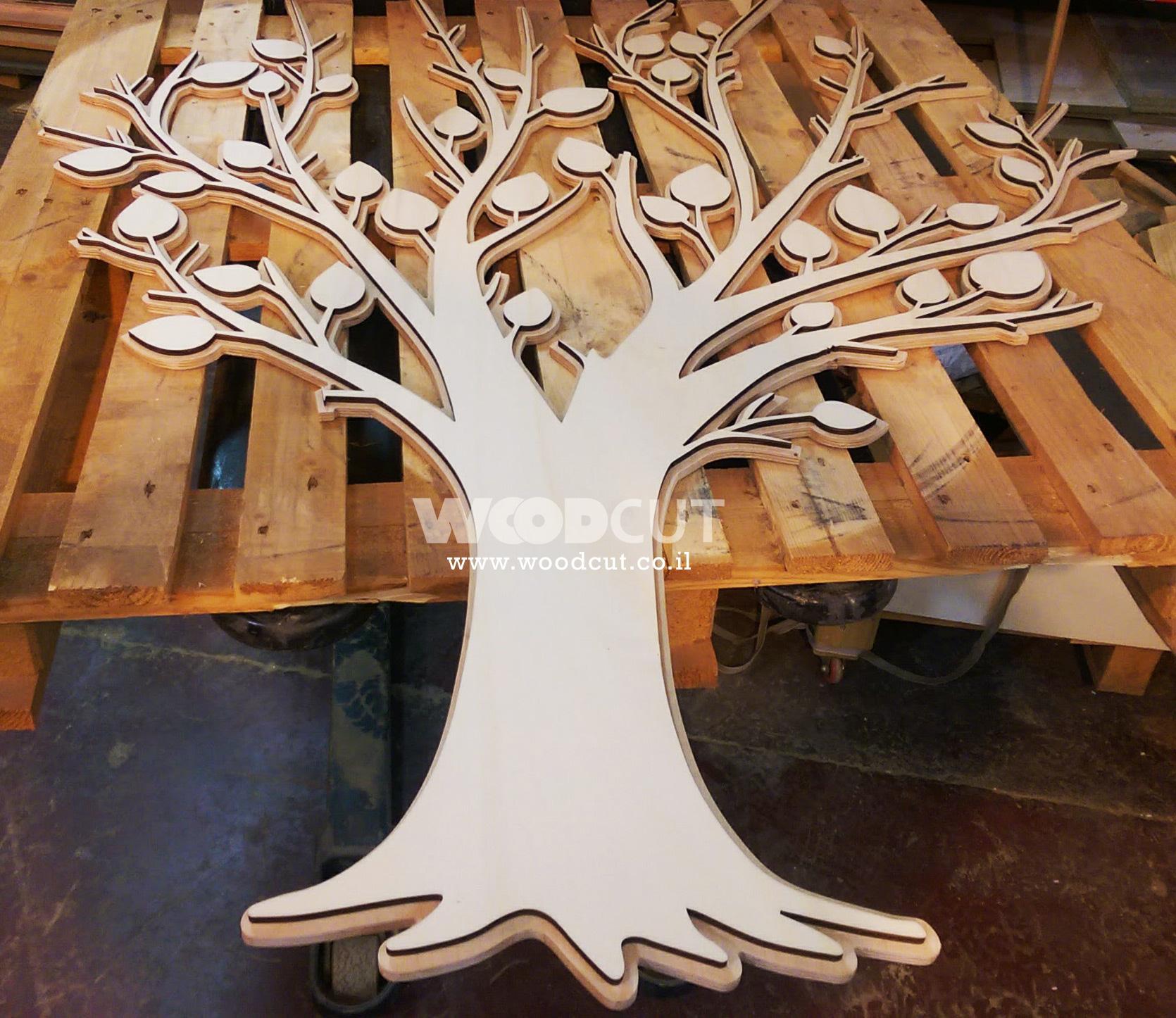 חיתוץ עץ במכונת CNC